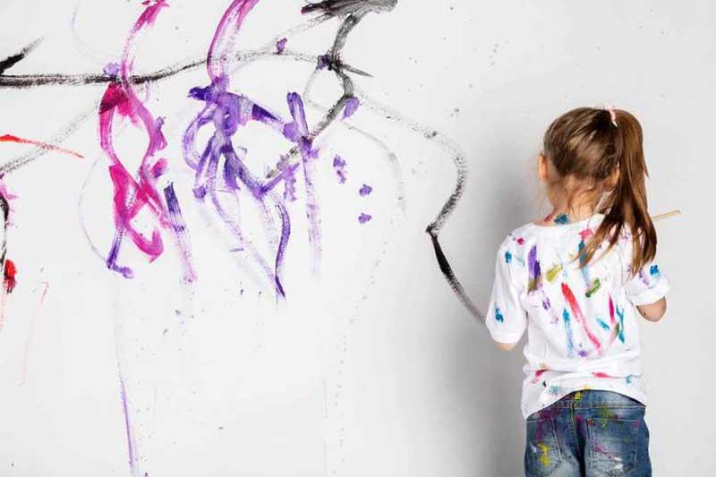 پاک کردن لکه اسلایم از روی دیوار
