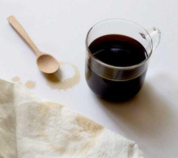 پاک کردن لکه قهوه از روی مبل