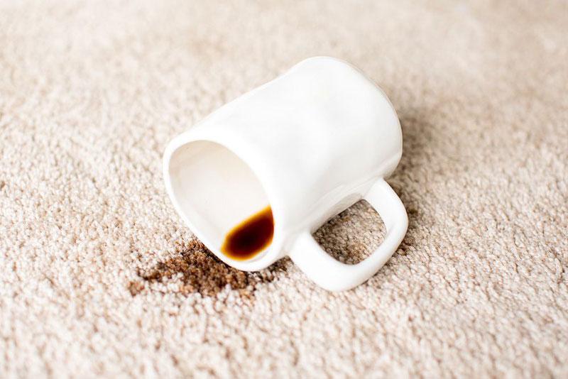 آموزش حذف لکه قهوه از روی فرش
