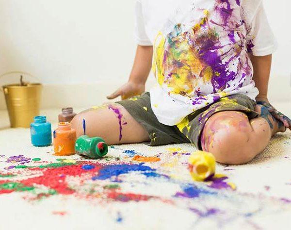 پاک کردن لکه رنگ پلاستیک از روی فرش